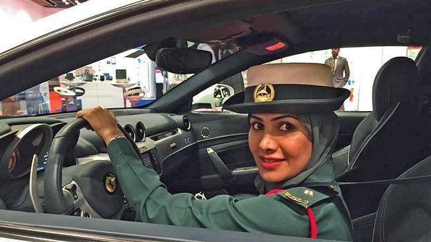 femei din Emirate